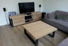 Massief eiken salontafel en TV-meubel met stalen poot